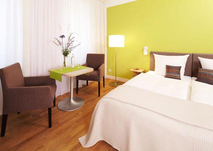 FLOTTWELL BERLIN Hotel - Zimmer-Ansicht - Sitzgruppe