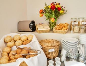 FLOTTWELL BERLIN Hotel & Residenz am Park - Lobby - Frühstücksbuffet