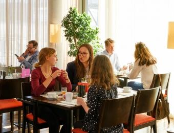 FLOTTWELL BERLIN Hotel & Residenz am Park - Breakfast at the hotel