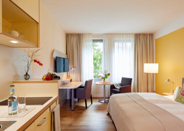FLOTTWELL BERLIN Hotel - Ocker Zimmer mit Kitchenette