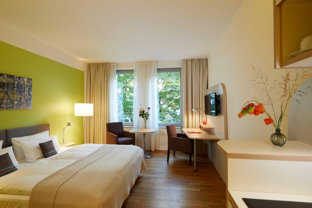 FLOTTWELL BERLIN Hotel - Blick in das grüne Zimmer