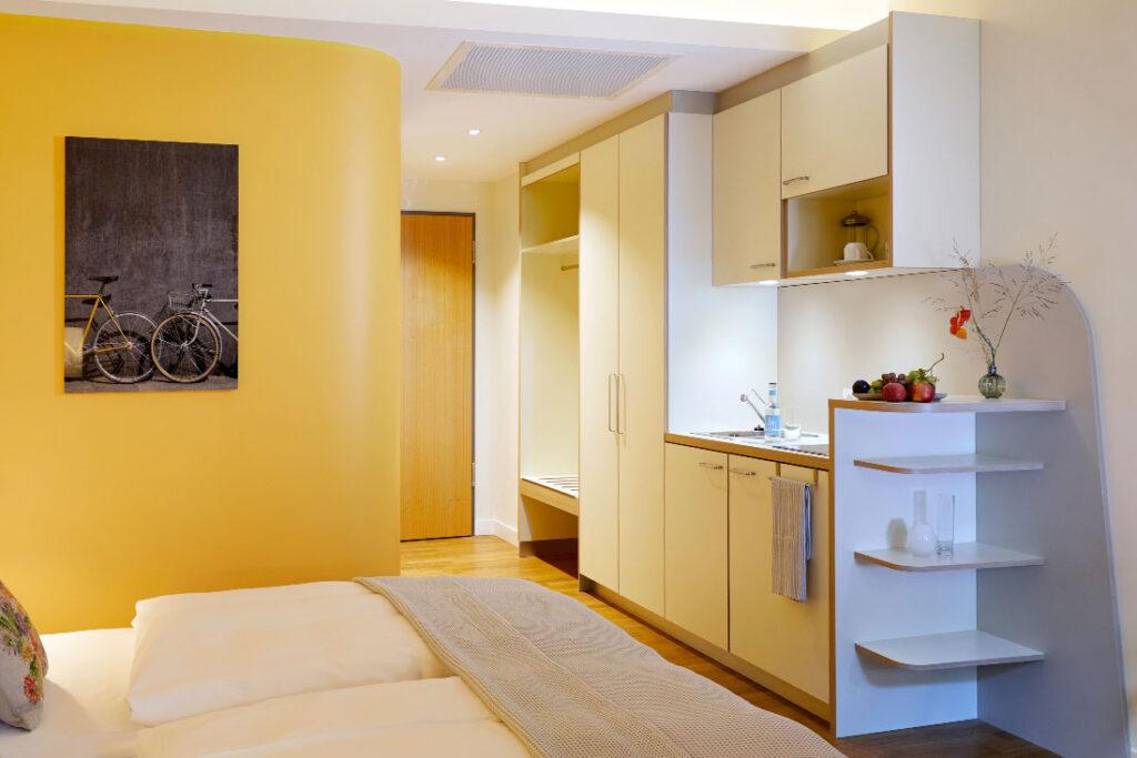 FLOTTWELL BERLIN Hotel - Ansicht Zimmer Kitchenet