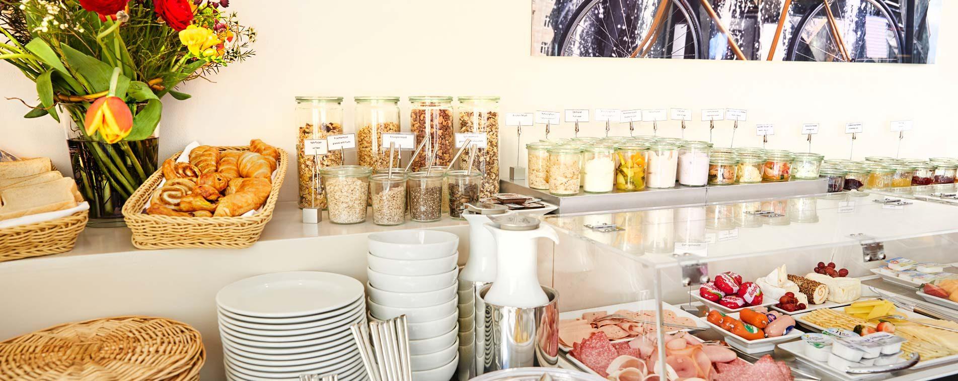 FLOTTWELL BERLIN Hotel - breakfast buffet