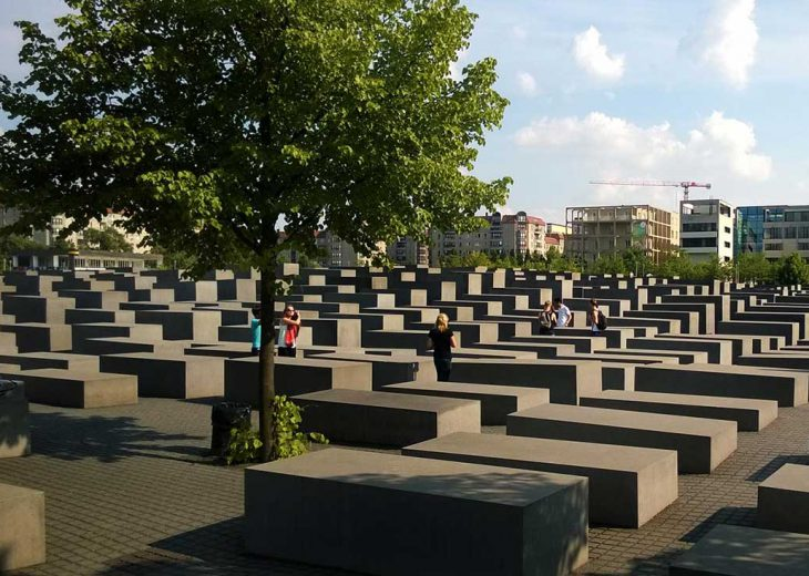 FLOTTWELL BERLIN Hotel - Holocaust memorial